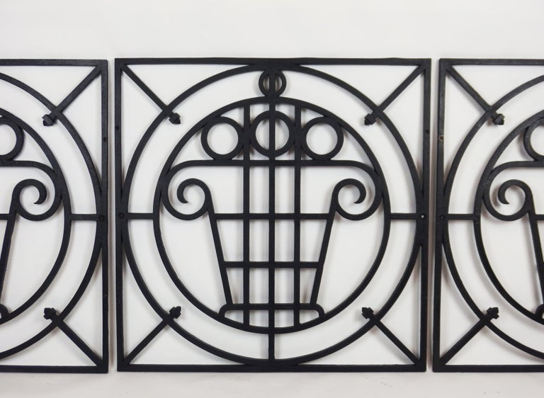 5 Art Deco Cast Iron Fences In Good Condition For Sale In Janvry, Essonne