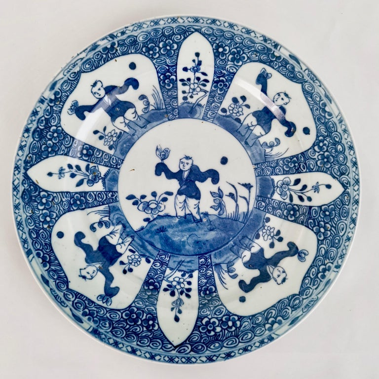 Set of 5 Chinese Export Plates, Blue on White Boy with Butterfly, 19th Century In Good Condition For Sale In London, GB