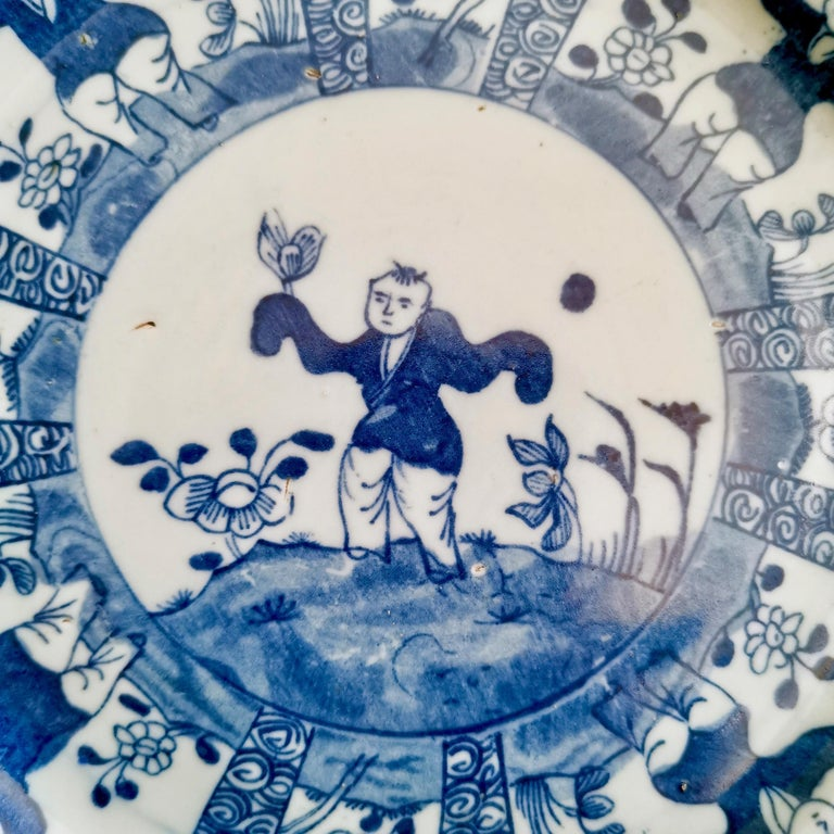 Set of 5 Chinese Export Plates, Blue on White Boy with Butterfly, 19th Century For Sale 3