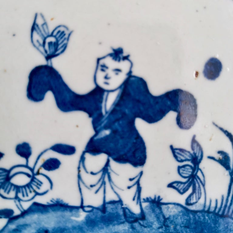 Set of 5 Chinese Export Plates, Blue on White Boy with Butterfly, 19th Century For Sale 4