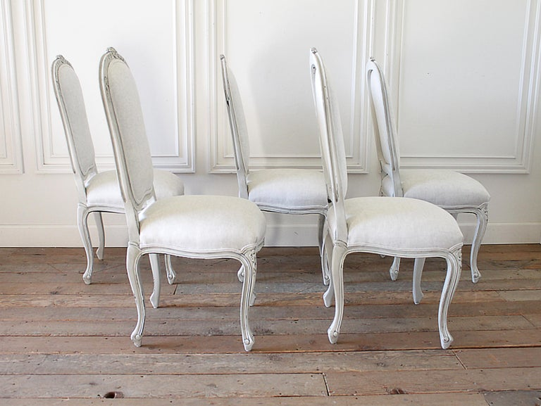 Louis XV Set of 5 Painted and Upholstered Dining Room Chairs in Belgian Linen For Sale