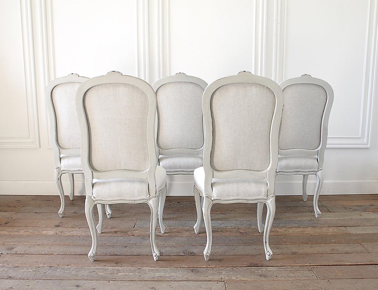 20th Century Set of 5 Painted and Upholstered Dining Room Chairs in Belgian Linen For Sale