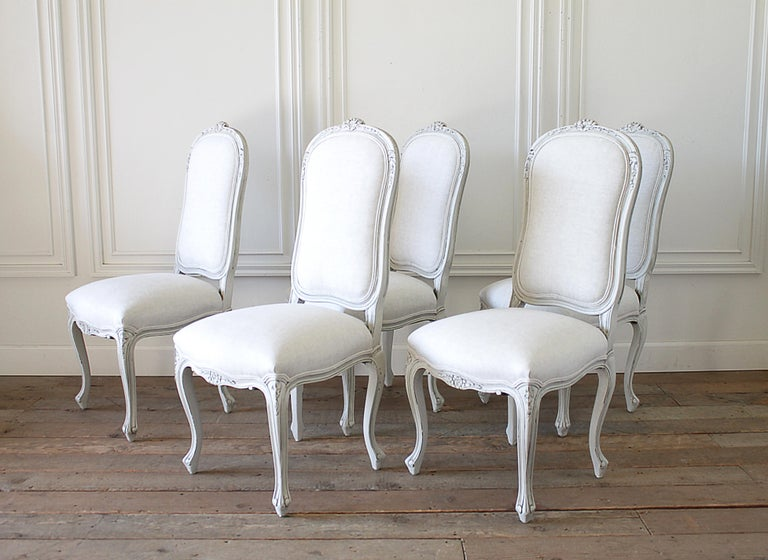 Set of 5 Painted and Upholstered Dining Room Chairs in Belgian Linen For Sale 2