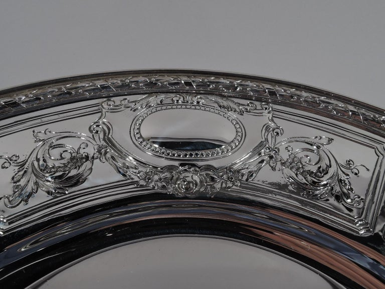 Set of 6 Antique Gorham Maintenon Sterling Silver Dinner Plates In Excellent Condition For Sale In New York, NY