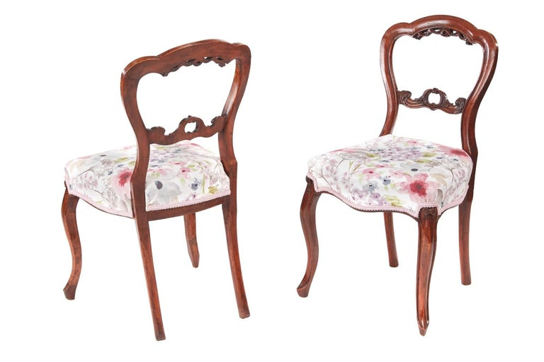 Set of six antique Victorian walnut dining chairs, with a lovely carved shaped top, carved centre splat, newly re-upholstered seats with a serpentine front rail, supported on shaped cabriole legs to the front outswept back legs.