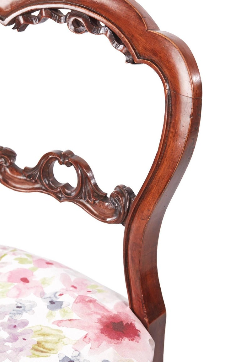 Set of Six Antique Victorian Walnut Dining Chairs For Sale 1