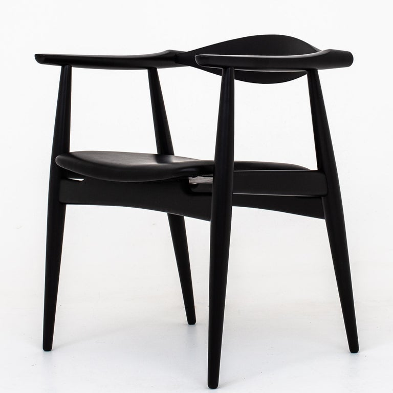Set of 6 CH 35 - Armchairs in black lacquered beech and new seat in black canyon leather. Design 1959. Maker Carl Hansen & Son.
