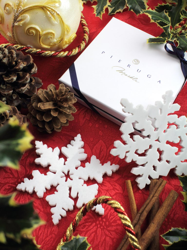 Set of 6 Charger Plate in Absolute Crystalline White Marble Christmas Decoration For Sale 2