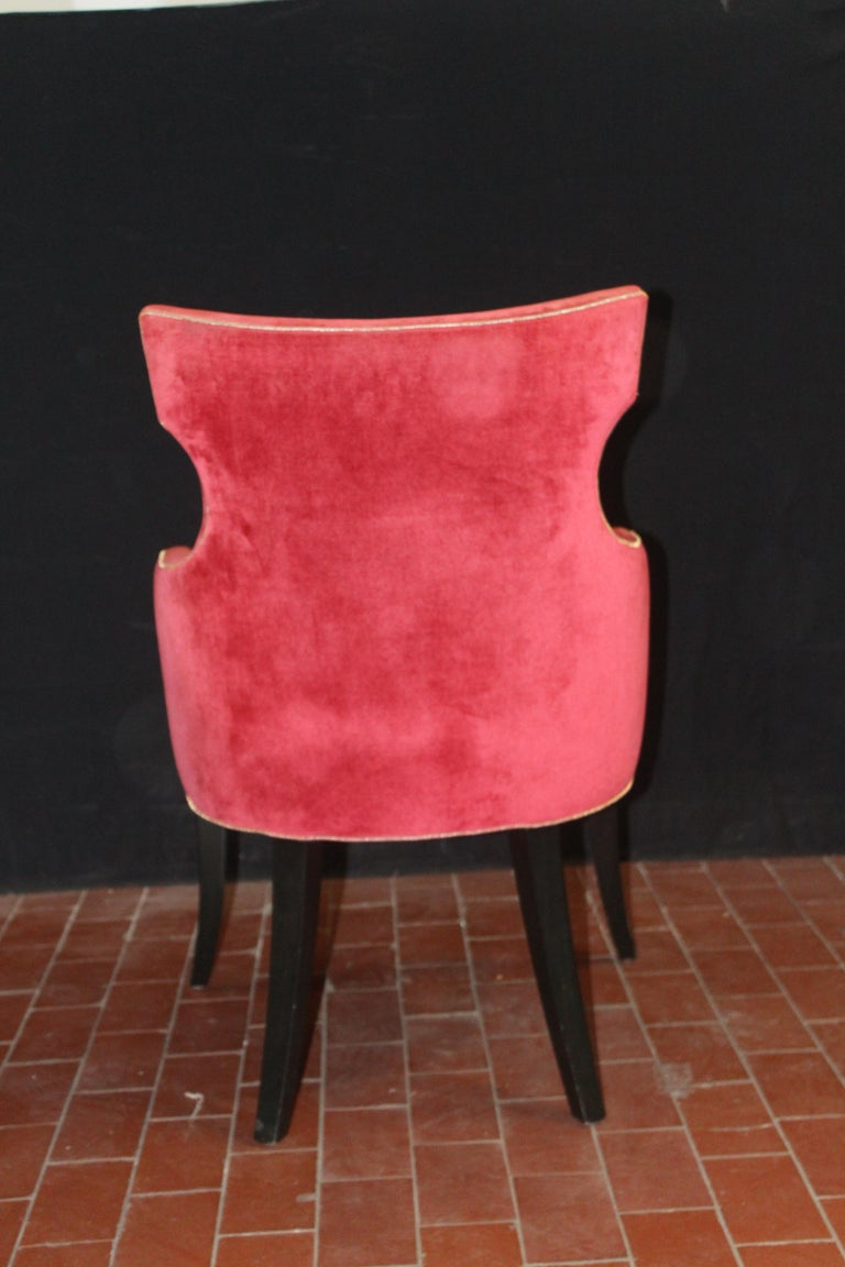Contemporary Set of 6 Elegant Dining Chairs in a Rich Red Velvet with Gold Welt Detail For Sale