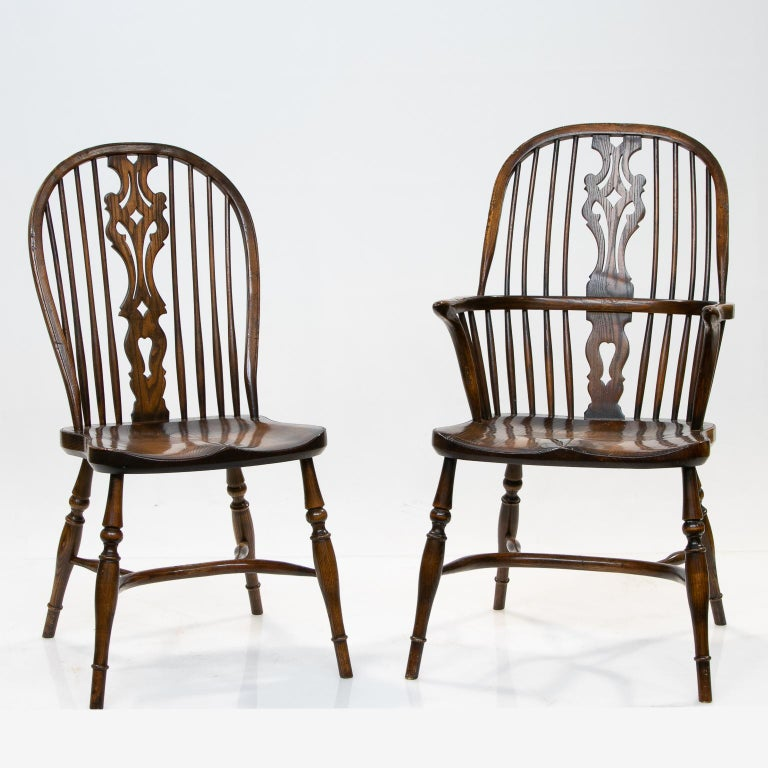 Set of 6 English Windsor dining chairs  A nice set of Windsor dining chairs bentwood and elm. 2 arms, 4 sides. Measures: Side chair 20