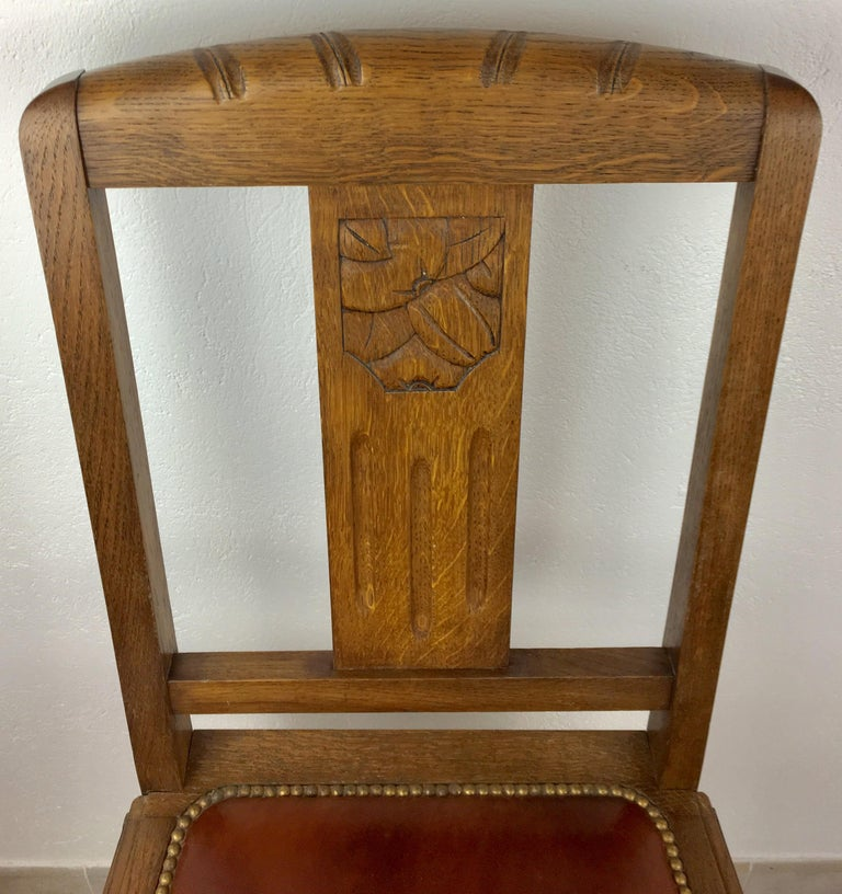 Set of 6 French 1925 Art Deco Oak Dining Chairs with Carved Backs For Sale 1