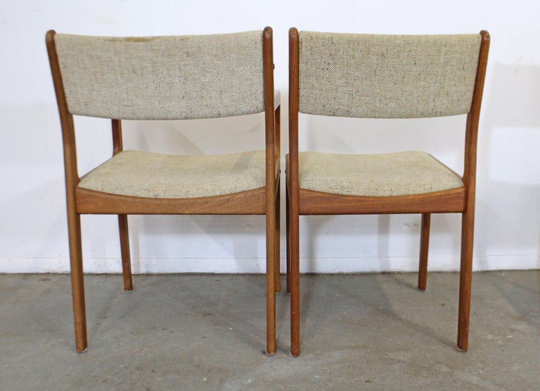 Set of 6 Midcentury Danish Modern Teak Dining Chairs In Distressed Condition For Sale In Wilmington, DE