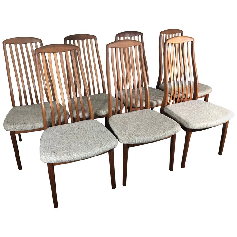 Set of 6 Midcentury Danish Teak Dining Chairs by Dyrlund For Sale