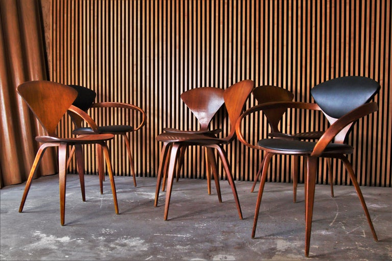 Mid-Century Modern Set of 6 Norman Cherner for Plycraft Walnut Pretzel Dining Chairs For Sale