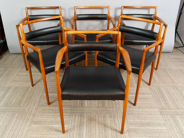 A rare set of 6 1960s OD70 Kai Kristiansen Teak and Leather carver dining chairs for Oddense Maskinsnedkeri A/S. The chairs have been fully restored and reupholstered. In very good vintage condition.