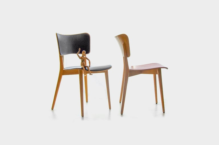 Strong and stabile but balanced and beautiful, this is how Bill's cross frame chair can be described. The leg construction with a cross frame connection supports the seat in the middle and gives the chair the greatest possible stability. The