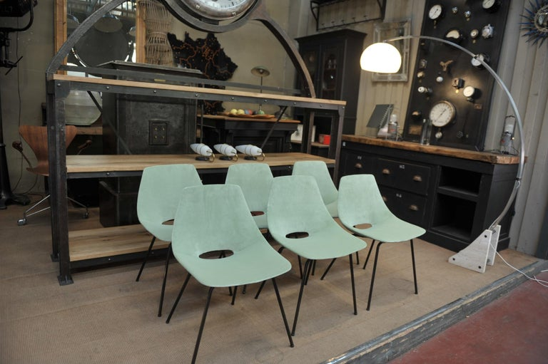 Set of 6 comfortable Tonneau chairs by designer Pierre Guariche. Original black lacquered metal frame with wood newly reupholstered seat in clear green velvet. Manufacturer Steiner in 1954. Pierre Guariche (1926-1995).