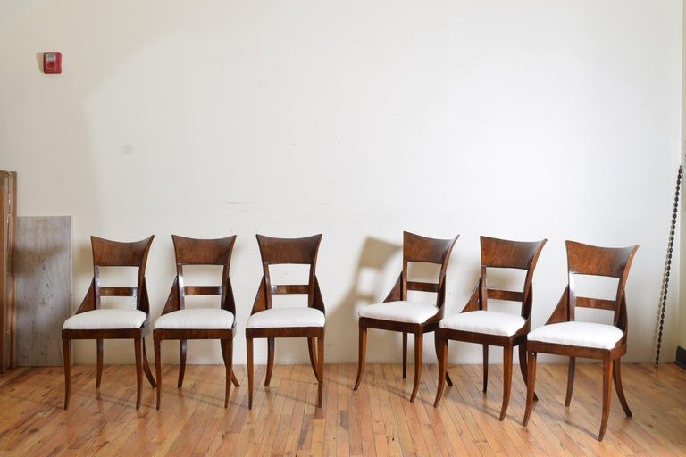 Italian Set of 6 Venetian Walnut Veneered Dining Chairs, Early 19th Century For Sale