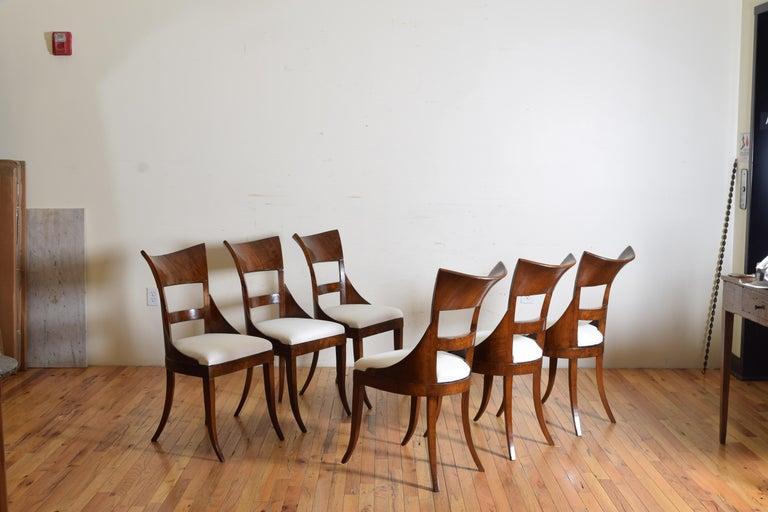 Set of 6 Venetian Walnut Veneered Dining Chairs, Early 19th Century In Good Condition For Sale In Atlanta, GA