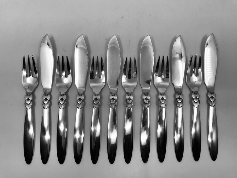 This is a set of 6 pairs of sterling silver Georg Jensen fish knives and forks in the Cactus pattern (12pcs total), design #30 by Gundorph Albertus from 1930.  The knives measure 7 5/8? (19.4cm) in length, the forks 6 3/8? (16.1cm).  All 12