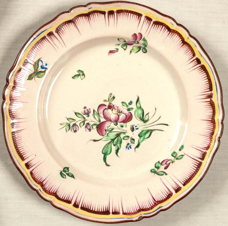 Hand-Painted Set of 7 French Faience Plates, Late 19th Century For Sale
