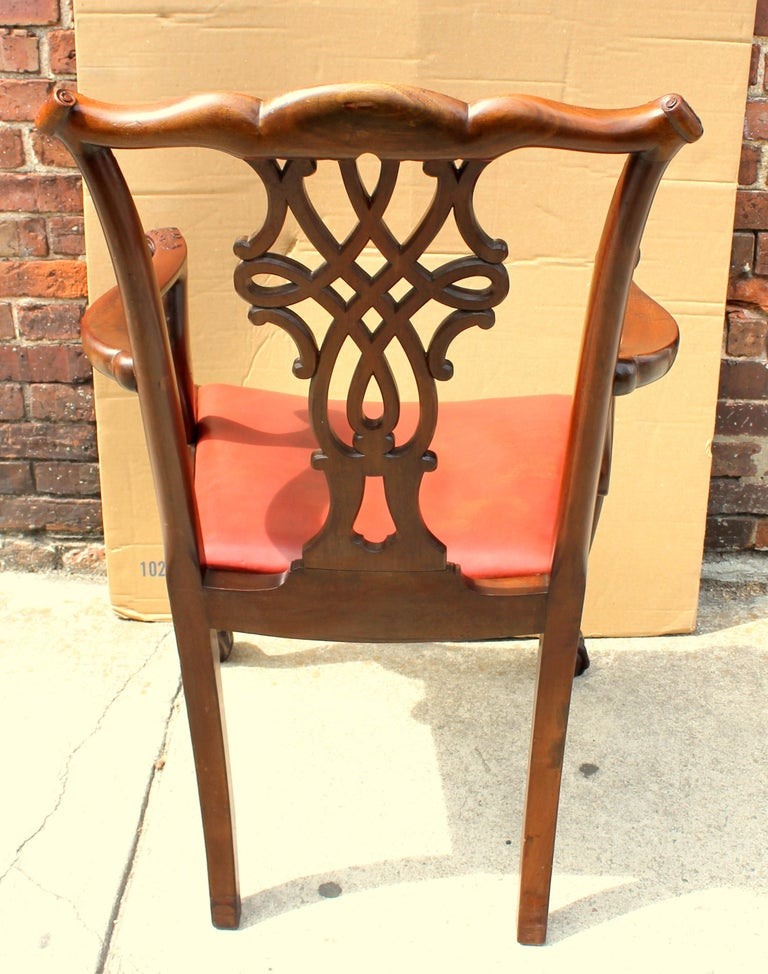 Set of 8 '6+2' Antique English Solid Mahogany Chippendale Style Dining Chairs In Good Condition For Sale In Charleston, SC