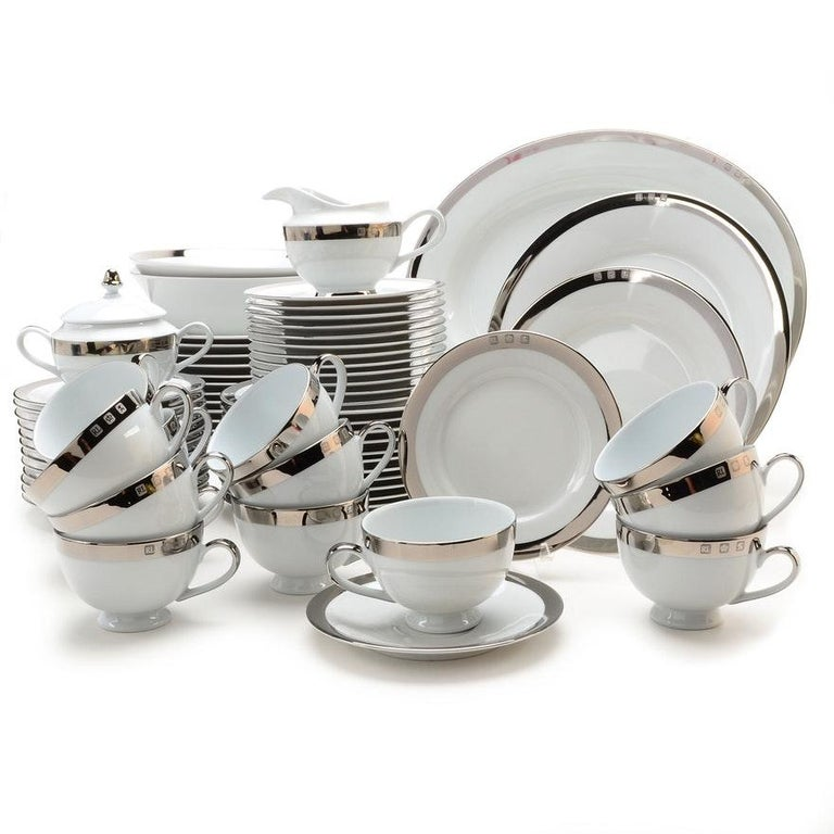 Set of 8 Academy Platinum Place Settings by Ralph Lauren Home In Excellent Condition For Sale In New York, NY