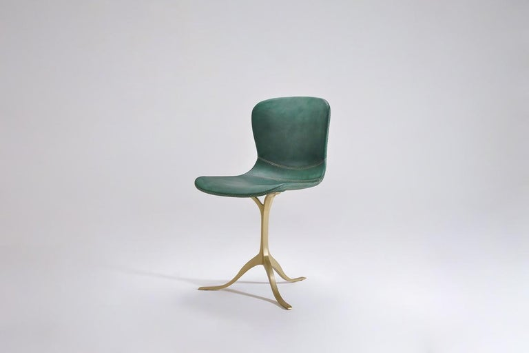 Set of 8 Bespoke Leather Chairs with Hand-Cast Brass Base by P. Tendercool In New Condition For Sale In Bangkok, TH