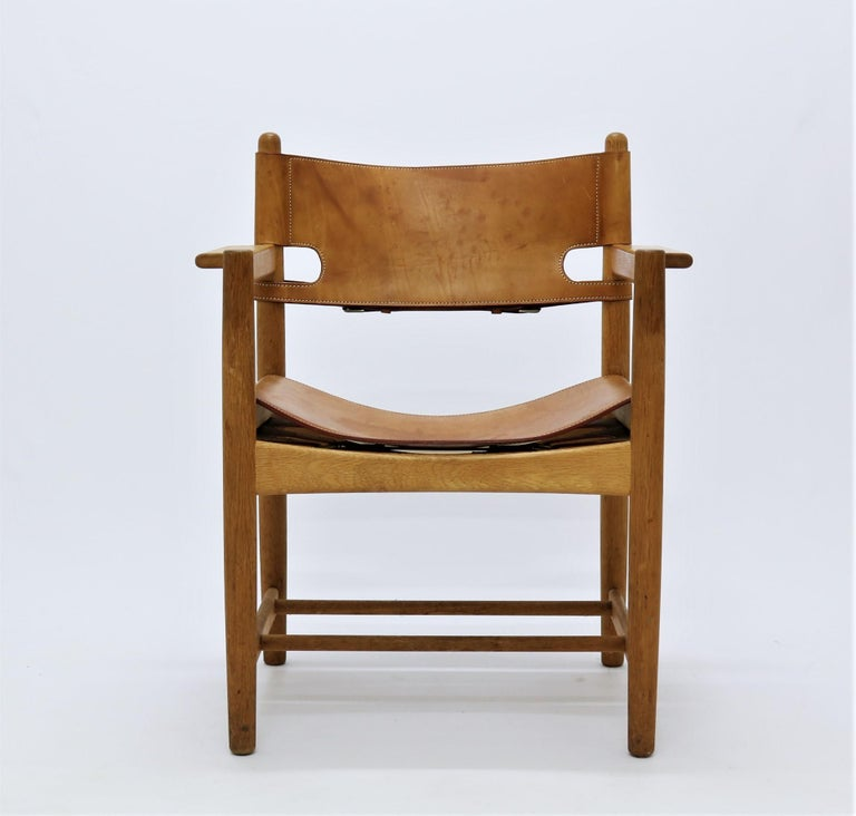 Scandinavian Modern Set of 8 Børge Mogensen Armchairs in Oak and Patinated Saddle Leather For Sale
