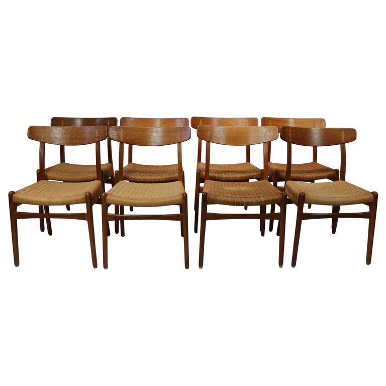 Set of 8 CH23 dining chairs by Hans Wegner and Carl Hansen & Son, 1950s For Sale
