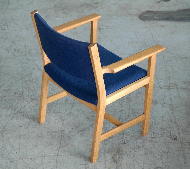 Set of 8 Danish Hans Wegner Oak Dining Chairs for GETAMA In Good Condition For Sale In Bridgeport, CT