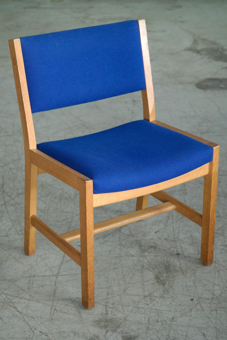 Set of 8 Danish Hans Wegner Oak Dining Chairs for GETAMA For Sale 3