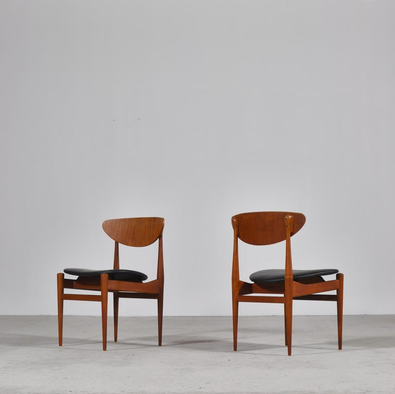 Set of 8 Danish Modern Dining Chairs Teak and Black Leather by Inge Rubino, 1963 For Sale 4