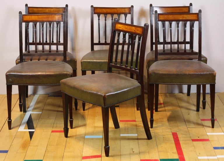 British Set of 8 English George III Dining Chairs circa 1780, Mahogany and Satinwood For Sale