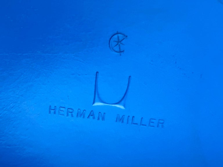 Set of 8 Herman Miller Eames Dining Chairs with Eiffel Base For Sale 4