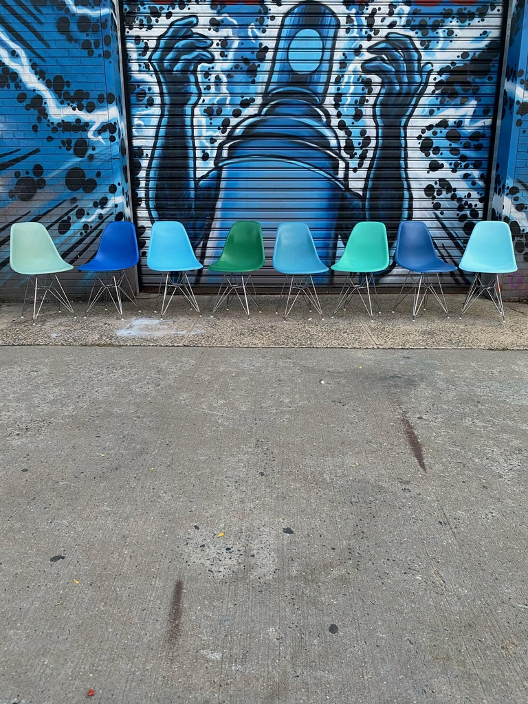 Mid-Century Modern Set of 8 Herman Miller Eames Dining Chairs with Eiffel Base For Sale