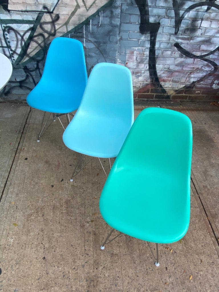 Set of 8 Herman Miller Eames Dining Chairs with Eiffel Base For Sale 2