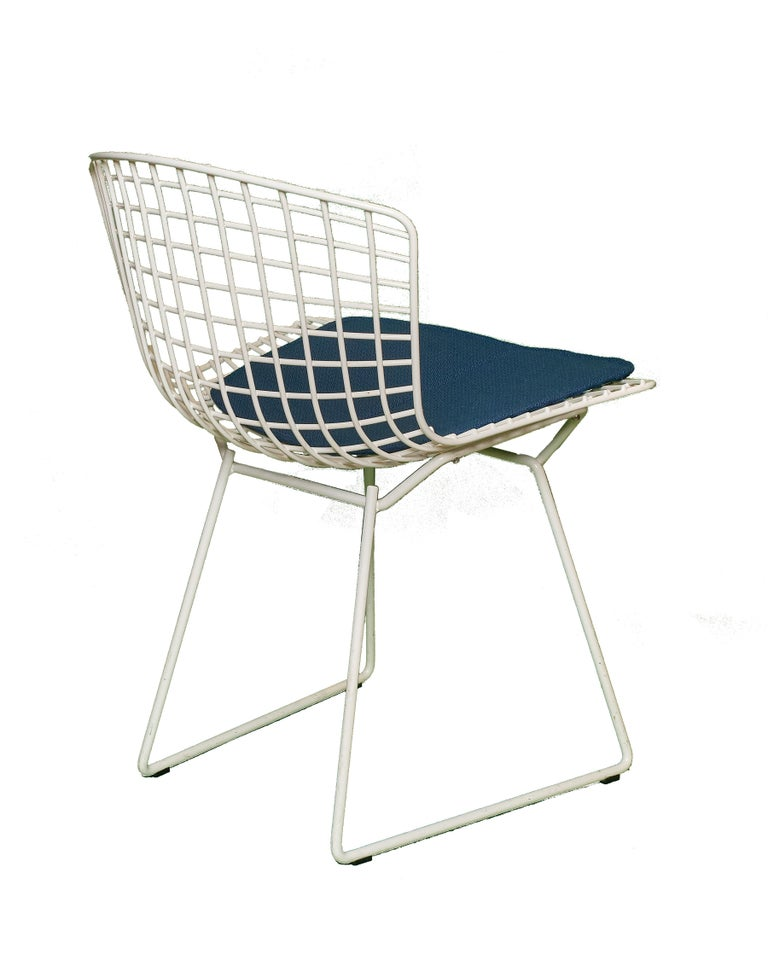 American Set of 8 Knoll Bertoia White Wire Chairs Original Seat Cushions, 1950's For Sale