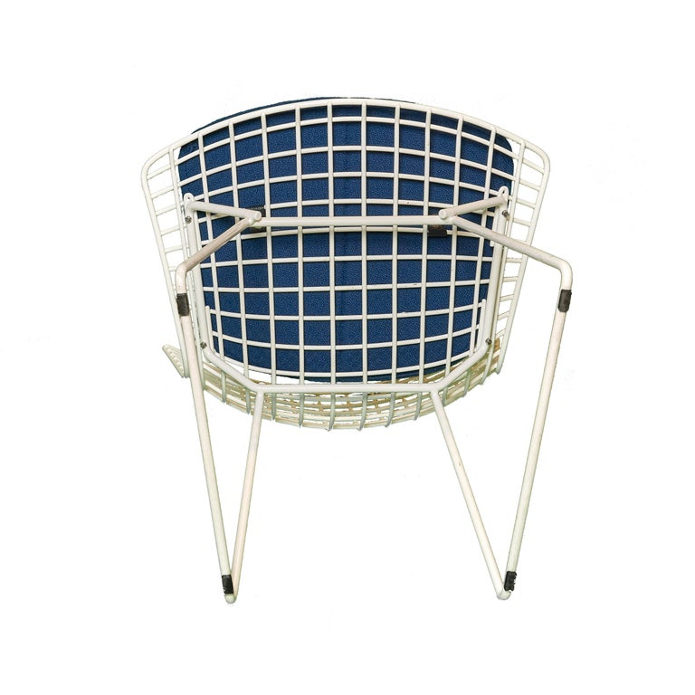 Welded Set of 8 Knoll Bertoia White Wire Chairs Original Seat Cushions, 1950's For Sale