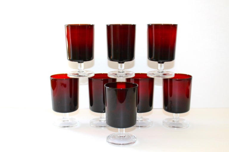 French Set of 8 Mid-Century Modern Wine Glasses in Red, 1960s For Sale