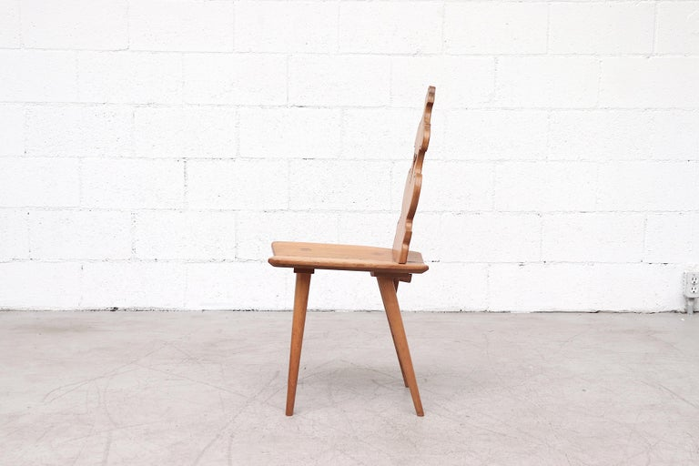 Set of 8 Pine Dining Chairs with Decorative Backrest In Good Condition In Los Angeles, CA