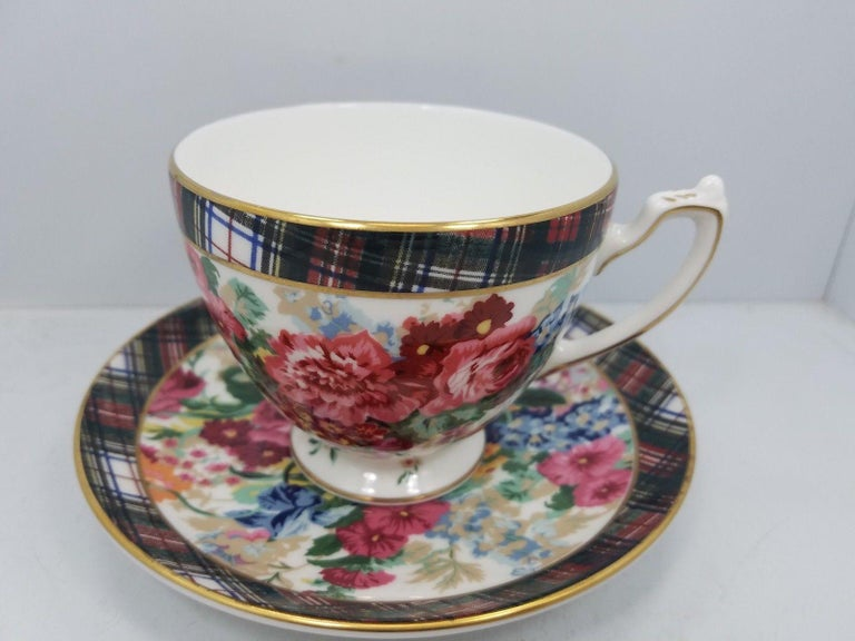 A set of 8 (eight) place settings in the Hampton Floral pattern by Ralph Lauren Home Collection for Wedgwood. Porcelain. Signed, circa 1995-1996.  Features a tartan border with colorful floral pattern on white with gold rim.   A total of 40