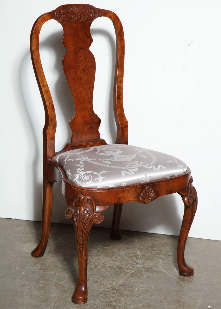 Set of Eight Queen Anne Style Dining Chairs In Excellent Condition For Sale In New York, NY