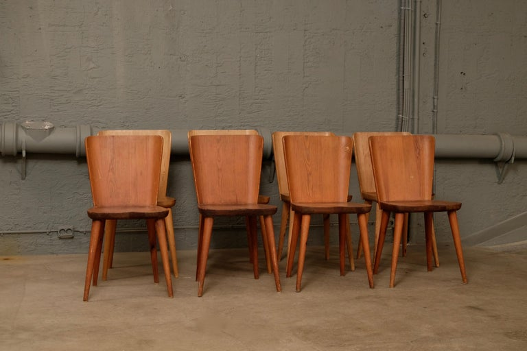Set of 12 Swedish Pine Chairs by Göran Malmvall, Svensk Fur, 1940s In Good Condition For Sale In Stockholm, SE