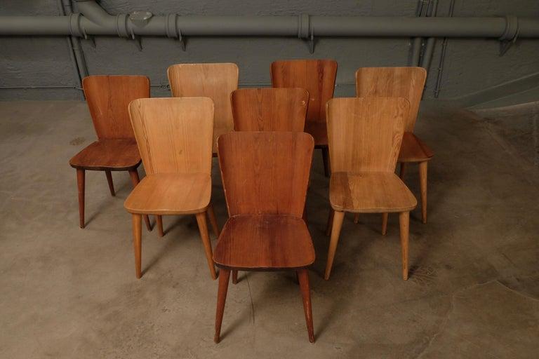 Set of 12 Swedish Pine Chairs by Göran Malmvall, Svensk Fur, 1940s For Sale 1