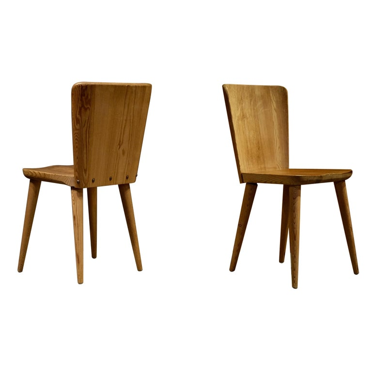 Set of 12 Swedish Pine Chairs by Göran Malmvall, Svensk Fur, 1940s For Sale