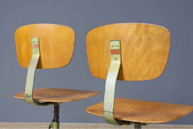 Set of 8 Vintage Desk Swivel Chairs in Metal and Plywood, Germany, 1960s In Good Condition In Beek en Donk, NL