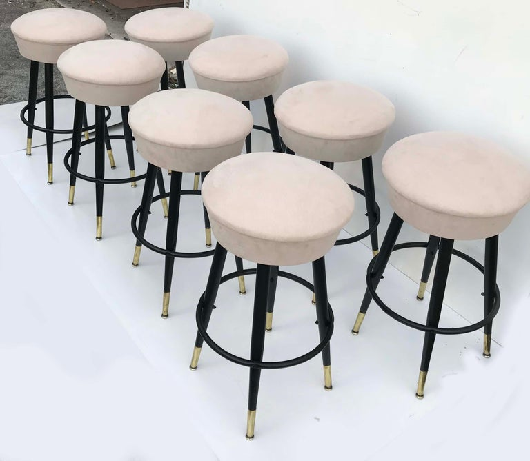 Set of 8 Vintage Swiveling Bar Stools In Excellent Condition For Sale In Miami, FL