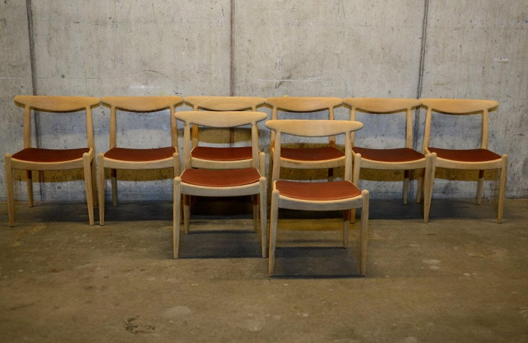 Scandinavian Modern Set of 8 W1 Oak and Leather Chairs by Hans J. Wegner, 1950s, C.M. Madsens DK For Sale