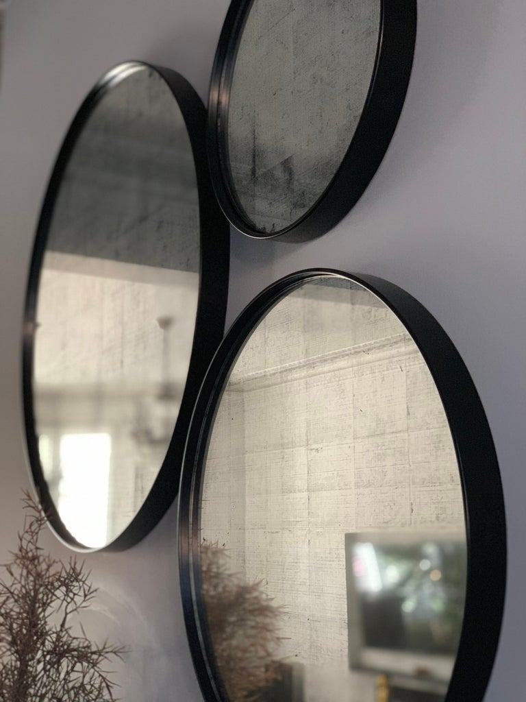 Set of Art Deco Style Eros Round Mirror with White Gold Mirror Black For Sale 4